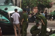 Tin trong nước - Xe máy va chạm kinh hoàng với container, chiến sĩ công an tử vong tại chỗ