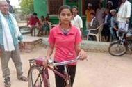 Chuyện học đường - Nữ sinh đạp xe 24 km mỗi ngày để tới trường dù trời nắng nóng hay mưa giông gió bão