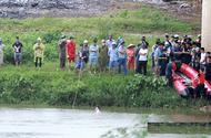 Tin trong nước - Vụ người đàn ông để lại dép, xe máy trên cầu rồi nhảy xuống sông: Tìm thấy thi thể nạn nhân