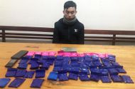 """An ninh - Hình sự - Phá vụ giấu 12.400 viên ma túy dưới yên xe máy: """"Ông trùm"""" 21 tuổi dùng dao chống trả"""