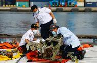 Tin thế giới - Máy bay Indonesia chở 62 người rơi xuống biển: Tiết lộ nguyên nhân