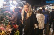 Đời sống - Dù còn cả chục ngày nữa mới đến Tết, chợ hoa lớn nhất Hà Nội đã tấp nập khách mua