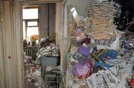 Đời sống - Hãi hùng cảnh tượng trong căn nhà khóa trái của cụ bà 77 tuổi, nhìn đến sofa ai cũng giật mình kinh sợ