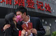 """Chuyện học đường - Tranh cãi gay gắt về khoá học """"hái ra tiền"""" ở Trung Quốc giúp quản lý, cứu vãn hôn nhân"""