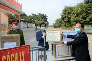 Chuyện học đường - Đội ngũ cán bộ, giáo viên trưởng TH Xuân Phương nhận giấy khen vì công tác phòng dịch COVID-19 tốt