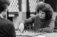 """Giáo dục pháp luật - Thiên tài cờ vua nước Anh chọn """"sống khác"""", tránh xa hào nhoáng"""