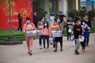 Giáo dục pháp luật - Kết thúc cách ly, 42 học sinh trường Xuân Phương vui mừng về nhà ngày mùng 3 Tết