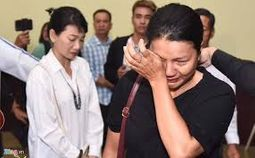 - Dàn nghệ sĩ Việt nghẹn ngào tiễn biệt diễn viên Lê Bình về nơi an nghỉ cuối cùng