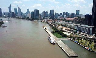 Tin trong nước - Cầu tàu Ba Son hơn 130 năm tuổi đổ sập hoàn toàn xuống sông Sài Gòn