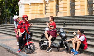 """Thị trường - VinFast tặng 50.000 pin xe máy điện cho học sinh – chung tay """"kiến tạo tương lai xanh"""""""