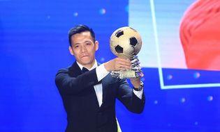 Bóng đá - Văn Quyết nhận danh hiệu Vận động viên xuất sắc nhất Việt Nam năm 2020
