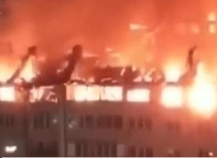 Video cháy kinh hoàng giữa đêm thiêu rụi gần 90 căn hộ ở Nga
