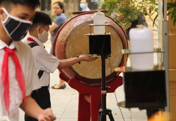 Giáo dục pháp luật - Học sinh các trường trên địa bàn Hà Nội phải đeo khẩu trang từ nhà tới trường