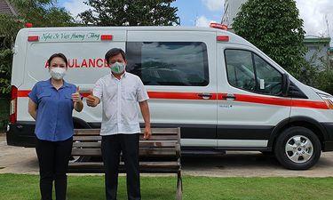 Chuyện làng sao - Việt Hương chính thức bàn giao xe cứu thương 2.5 tỷ cho ông Đoàn Ngọc Hải