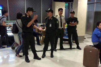 Hàng trăm hành khách gây náo loạn tại sân bay Tân Sơn Nhất - ảnh 1