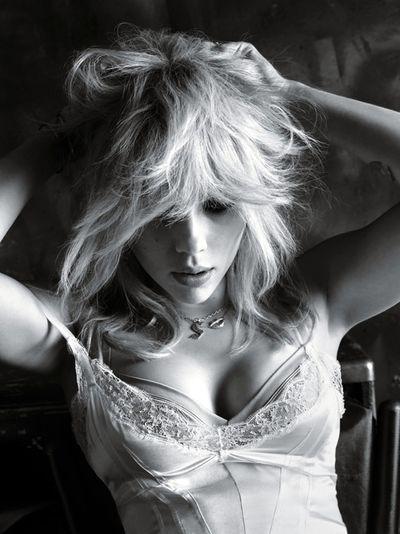 Scarlett Johansson trở lại đầy quyến rũ sau khi sinh con - ảnh 1