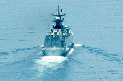 Tàu tên lửa Trung Quốc bám theo chiến hạm Mỹ gần Trường Sa - ảnh 1