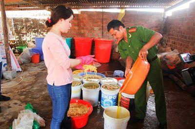 Sản xuất thực phẩm bẩn: Tội ác cần nghiêm trị - ảnh 1
