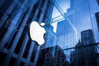 Apple ráo riết tìm lối thoát vì sợ Donald Trump yêu cầu trở về Mỹ - ảnh 1
