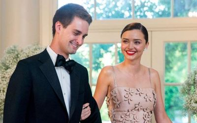 Siêu mẫu nước Úc Miranda Kerr đính hôn với tỷ phú trẻ nhất thế giới - ảnh 1
