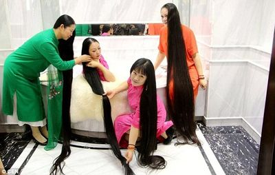 Ngỡ ngàng với những cô nàng nuôi tóc dài hơn 3 mét - ảnh 1