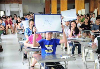 Chương trình giáo dục phổ thông mới: Giảm giờ học có đồng nghĩa giảm áp lực cho học sinh? - ảnh 1