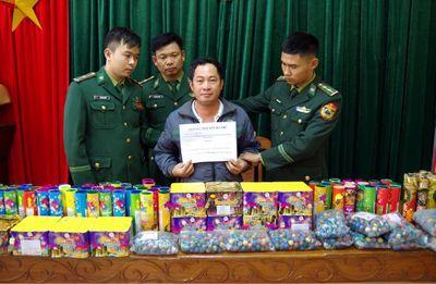 Hà Tĩnh: Bắt giữ đối tượng vận chuyển 35kg pháo lậu từ Lào về Việt Nam - ảnh 1