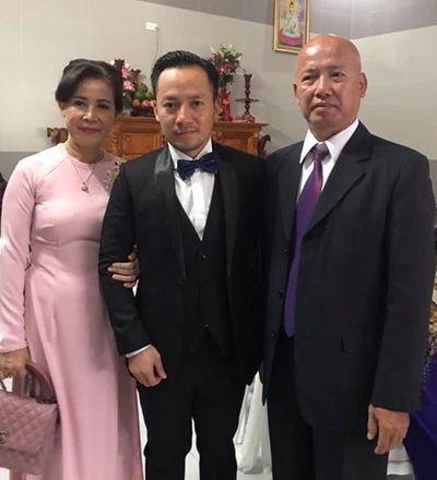 Tiến Đạt được vợ trẻ chăm sóc kỹ lưỡng trong lễ cưới - ảnh 1