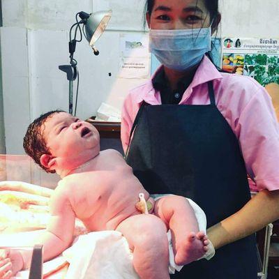 Khâm phục bà mẹ sinh thường bé gái nặng 5,5 kg ở Nghệ An - ảnh 1