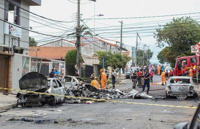 Brazil: Máy bay rơi xuống đường phố phát nổ khiến nhiều người thương vong - ảnh 1