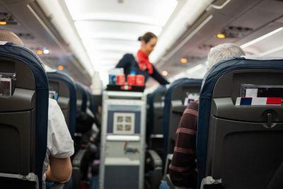 Mỹ: Tiếp viên mắc bệnh viêm gan truyền nhiễm, hàng loạt hành khách phải tiêm vắc xin - ảnh 1