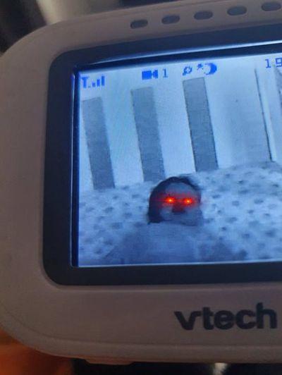 Bố đăng ảnh con nhỏ biến thành ET, dân mạng khuyên nên sinh đứa khác - ảnh 1