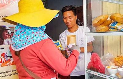 Tiệm bánh mì 0 đồng của 9X mồ côi ở Đà Nẵng - ảnh 1