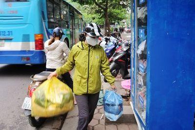 Tủ đồ miễn phí - Ấm áp những số phận người nghèo - ảnh 1