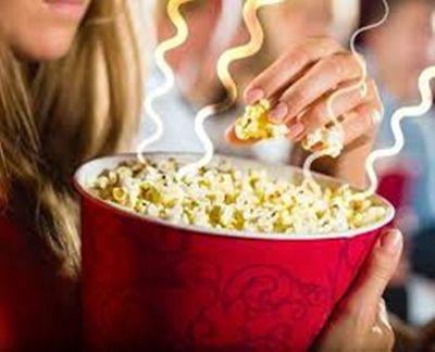 Nhân viên rạp chiếu phim tiết lộ bí mật khủng mà nhiều người không biết - ảnh 1
