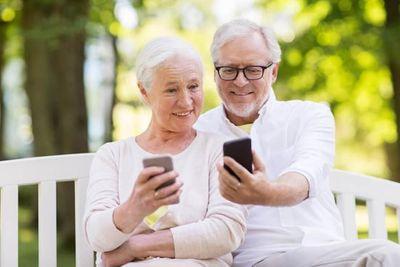 Tìm tình yêu ở tuổi xế chiều: Người ra công viên, người lướt mạng - ảnh 1