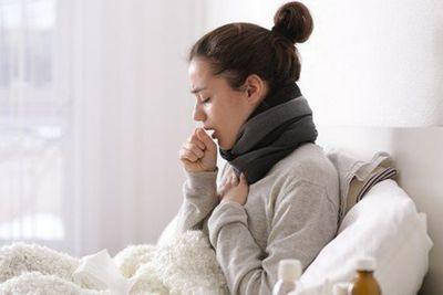 Trời vừa rét, bệnh viện đã chật ních bệnh nhân viêm đường hô hấp - ảnh 1