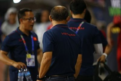Hành động đẹp của HLV Park Hang Seo sau trận bán kết gặp U22 Campuchia - ảnh 1