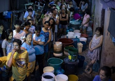 Hàng chục triệu người ở thủ đô Philippines khốn đốn vì thiếu nước sạch - ảnh 1