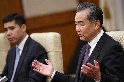 """Ngoại trưởng Trung Quốc: Mỹ không nên đi """"quá xa"""" trong chiến tranh thương mại - ảnh 1"""