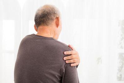 Bỗng nhiên thấy đau vai về đêm, người đàn ông rụng rời khi được bác sĩ báo mắc ung thư gan - ảnh 1