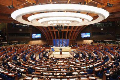 Ukraine phản đối Ủy hội châu Âu dỡ bỏ lệnh trừng phạt Nga - ảnh 1