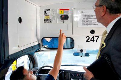 Kinh nghiệm chống nạn bỏ quên học sinh trên xe của các nước phát triển - ảnh 1