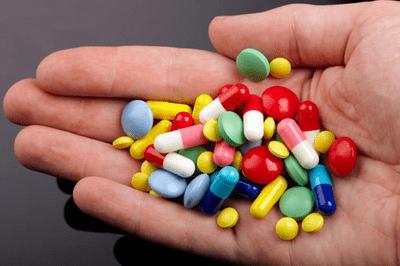 Cứu sống cô gái trẻ uống 36 viên thuốc các loại cùng lúc - ảnh 1