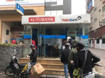 Nghỉ Tết, ATM đồng loạt hết tiền, Ngân hàng Nhà nước ra công điện khẩn - ảnh 1