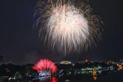 Chùm ảnh: Ngắm nhìn pháo hoa rực rỡ đón chào năm Canh Tý 2020 - ảnh 1
