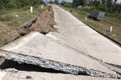 Sụt lún 100m đường phòng hộ đê biển Tây ở Cà Mau - ảnh 1