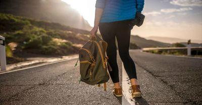 Điểm danh những cách khử trùng quần áo, giày dép hiệu quả phòng dịch Covid-19 - ảnh 1