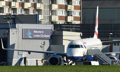 Phòng dịch Covid-19, London đóng cửa sân bay đến hết tháng 4/2020 - ảnh 1