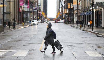 Canada công bố: 1/3 bệnh nhân Covid-19 là người trẻ tuổi - ảnh 1